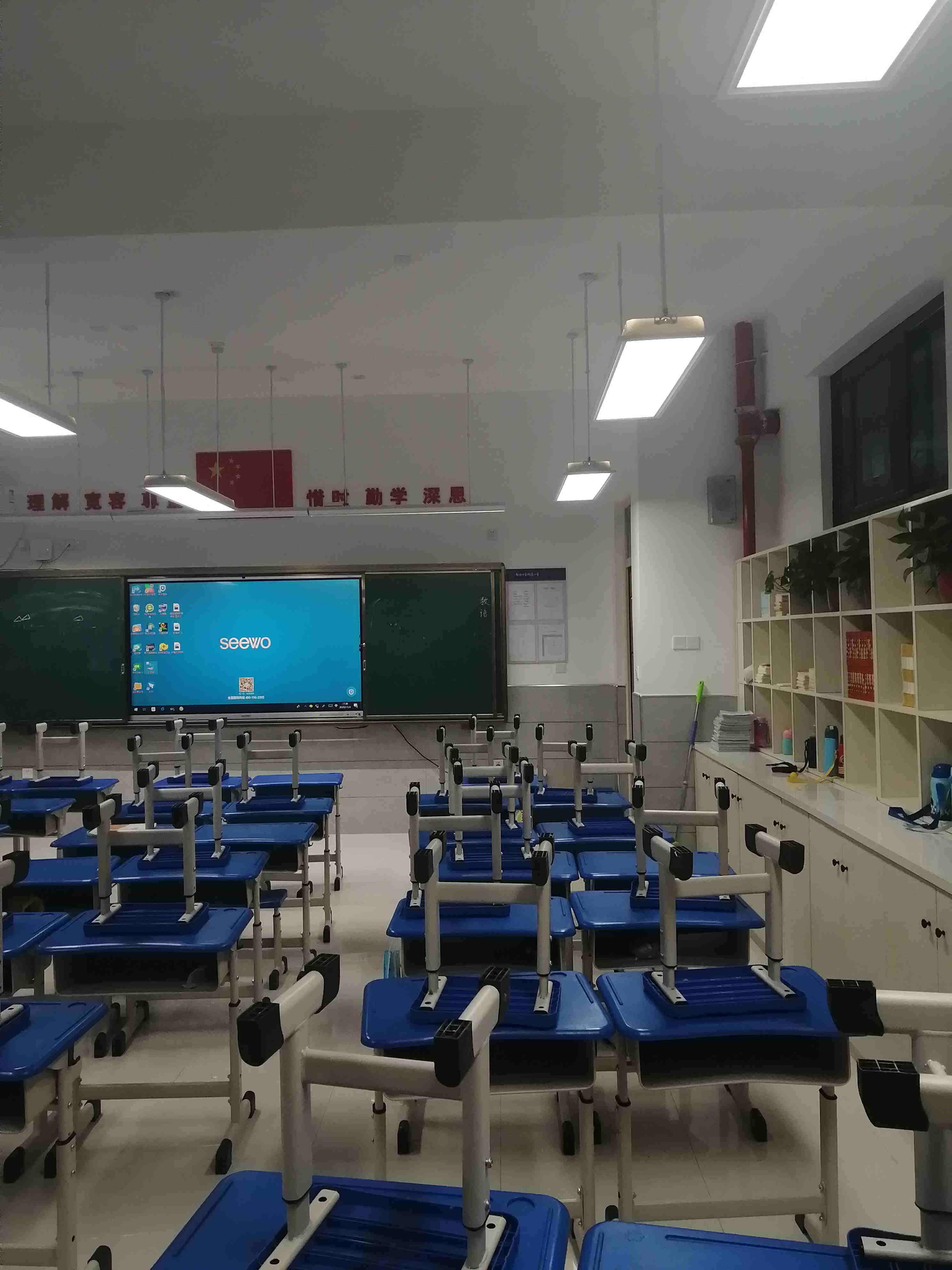 丹巴学校黑板灯价格